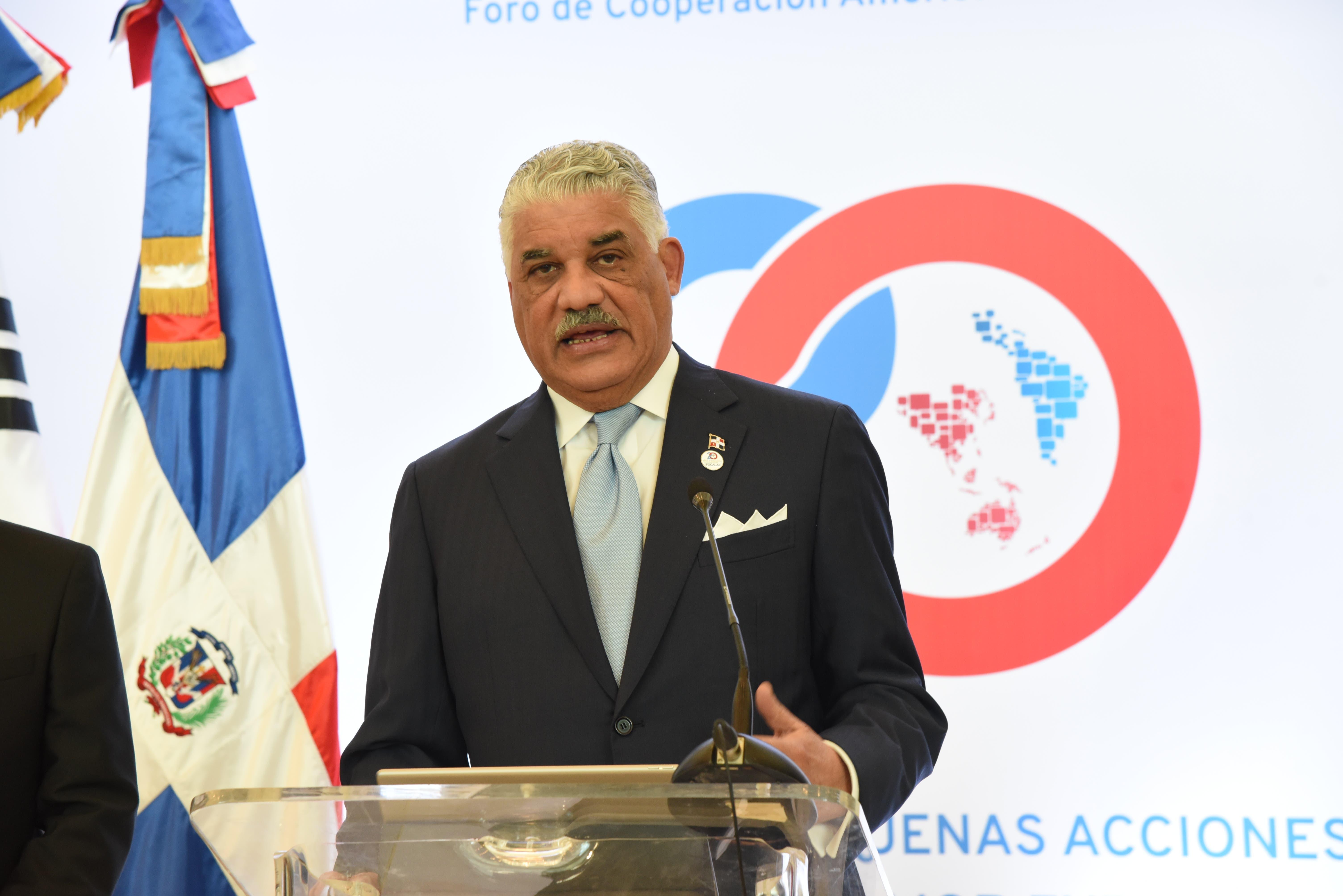Miguel Vargas anuncia dominicanos podránviajar a Malasia, Singapur y Filipinas sin visa