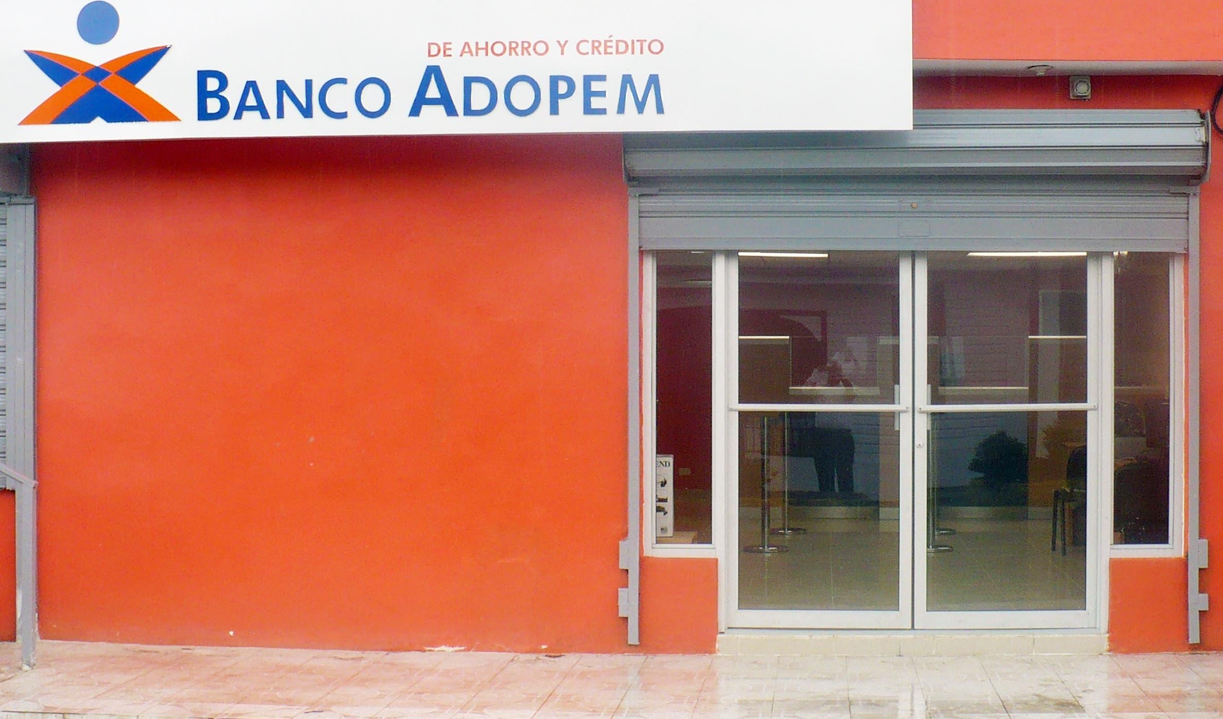Banco ADOPEM ofrece servicios corporativos para venta de marbetes de vehículos de motor