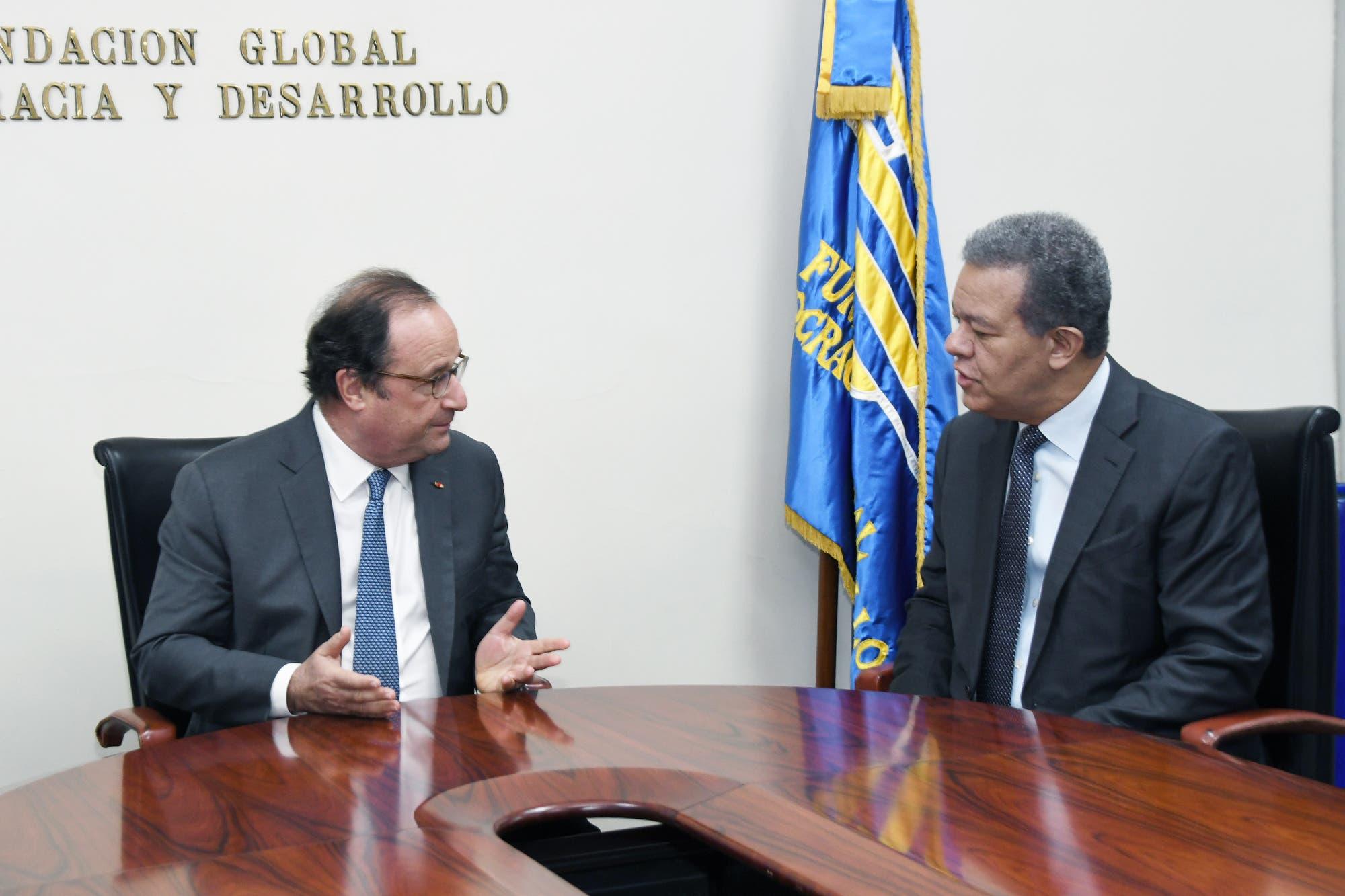 Leonel Fernández sostiene un encuentro con el expresidente de Francia François  Hollande