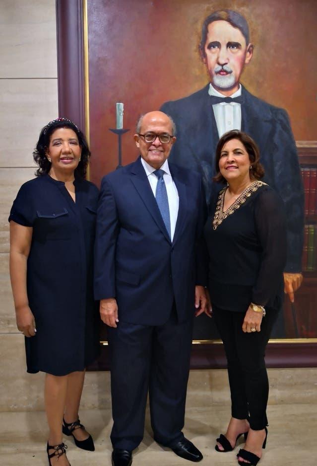 Leída Piña, José Silié Ruiz y Raisa Robles.