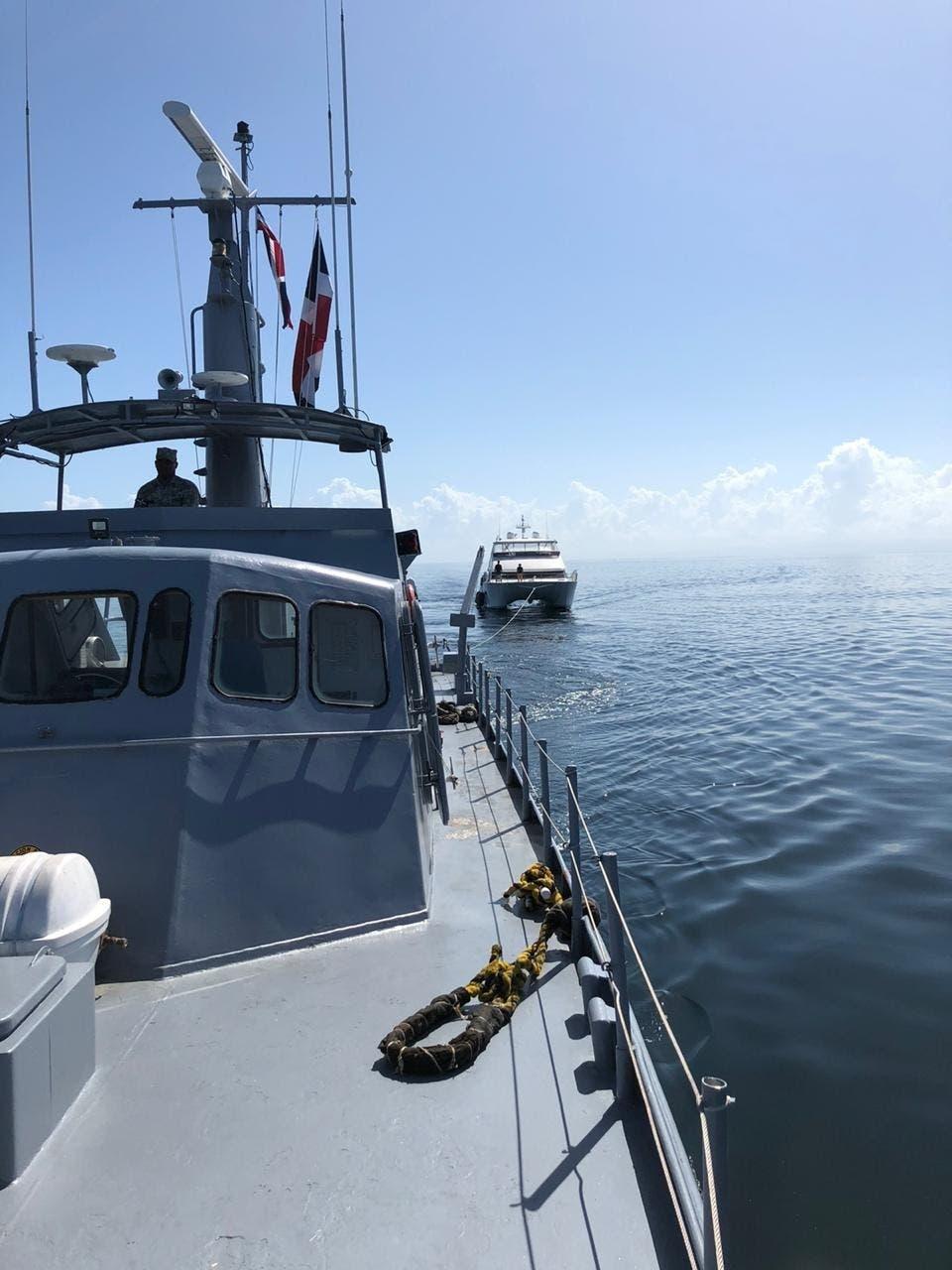 Armada rescata embarcación en Nagua ysus dostripulantes británicos