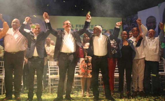 Frente Ampio proclama a Luis Abinader como su candidato presidencial