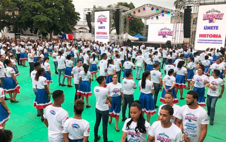 República Dominicana logra record Guinness con 422 parejas bailando merengue