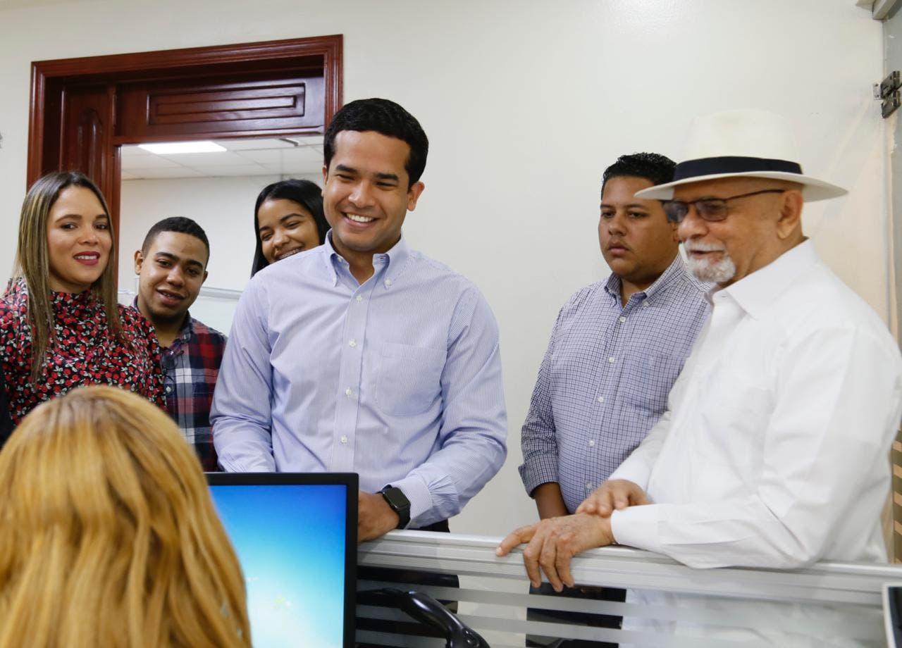 Omar Fernández inscribe oficialmente candidatura a diputado ante JCE