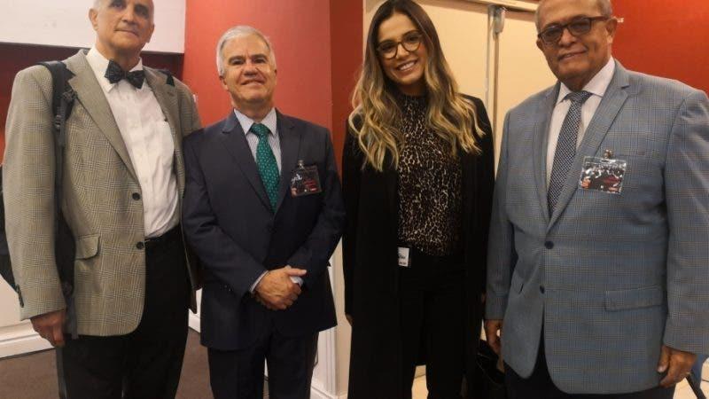 Peter Laurence, Carlos Caballero, Linda Thompson y José Silié Ruiz