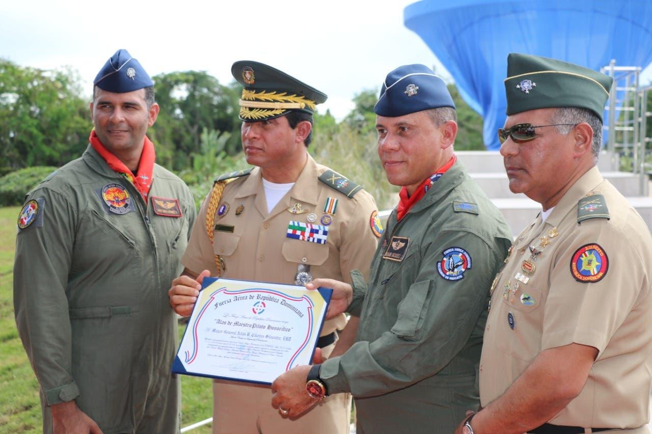 Develizan monumento en homenaje al Comando Aéreo de la FARD