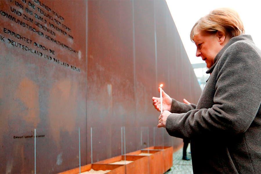 «Ningún muro es tan alto que no se pueda atravesar», dice Angela Merkel tras celebrarse 30 años de la caída del Muro de Berlín