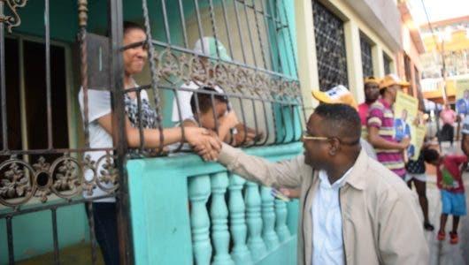 Candidato a diputado escucha moradores de Las Cañitas