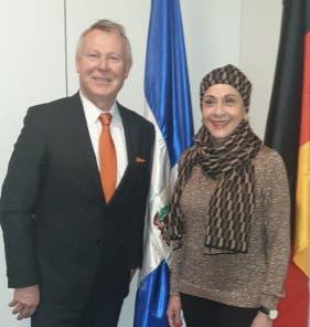 Embajadora sostiene reunión con miembro del Bundestag en Berlín