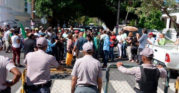 Impiden a los peregrinos de El Seibo volver a instalarse en el Palacio Nacional