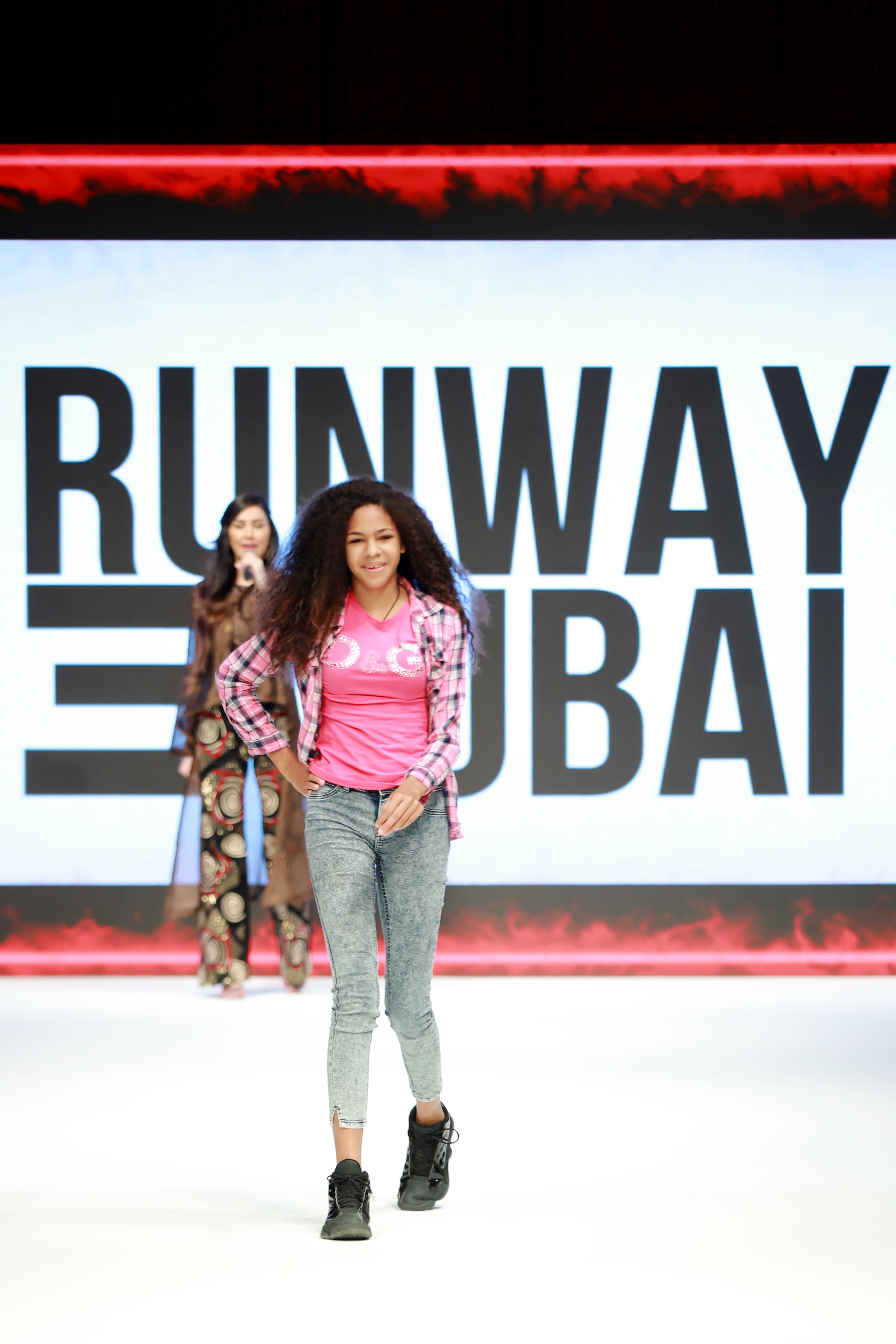 Conozca la adolescente dominicana con rara enfermedad que modela en Dubai