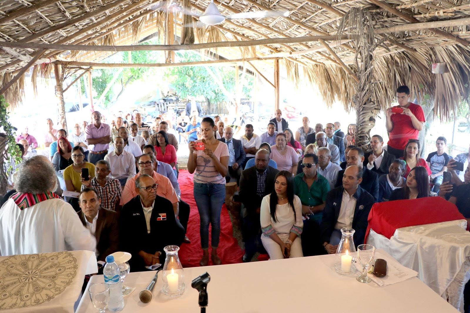 Ramfis asiste a misa del padre Rogelio en La Vega
