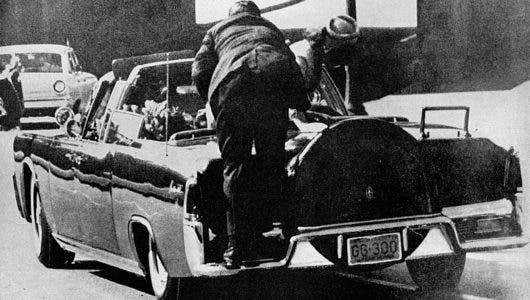 """Aquí la historia del asesinato de John Kennedy y la sospechosa """"bala mágica"""" tras 56 años del suceso"""