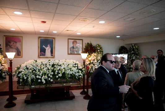 Velan en San Juan al astrólogo puertorriqueño Walter Mercado