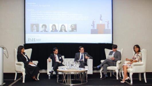 Analizan desafíos legales de empresas en entorno digital