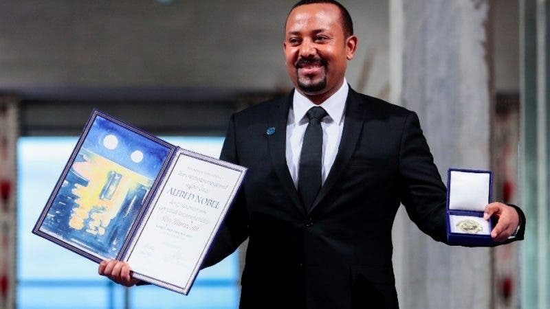Oslo (Norway), 10/12/2019.- Ethiopian Prime Minister Abiy Ahmed Ali poses with his Nobel Peace Prize for 2019 during the awarding ceremony in Oslo, Norway, 10 December 2019. (Etiopía, Noruega) EFE/EPA/Hakon Mosvold Larsen, / POOL NORWAY OUT