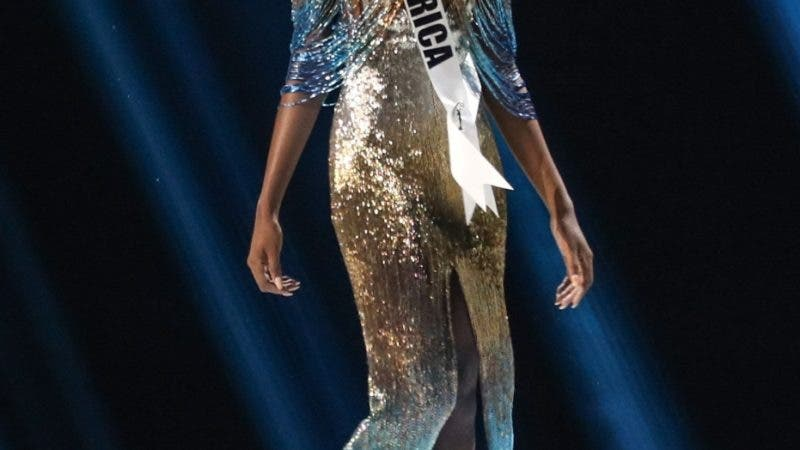 Atlanta (United States), 09/12/2019.- Miss South Africa Zozibini Tunzi walks on stage before being crowned Miss Universe 2019, at the conclusion of the Miss Universe 2019 beauty pagent at Tyler Perry Studios in Atlanta, Georgia, USA, 08 December 2019. (Sudáfrica, Estados Unidos) EFE/EPA/BRANDEN CAMP