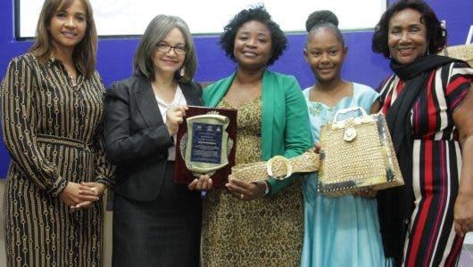 Vicepresidencia premia artesanos del Prosoli