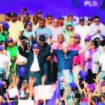 El presidente Danilo Medina y el candidato presidencial del Partido de la Liberación Dominicana (PLD), Gonzalo Castillo, encabezaron este sábado el acto de juramentación de los candidatos a alcaldes de esta organización del Gran Santo Domingo, y realizaron una multitudinaria marcha caravana histórica como parte de los actos de la celebración del 46 aniversario de la fundación de esa organización política.  Hoy/Fuente Externa 15/12/19