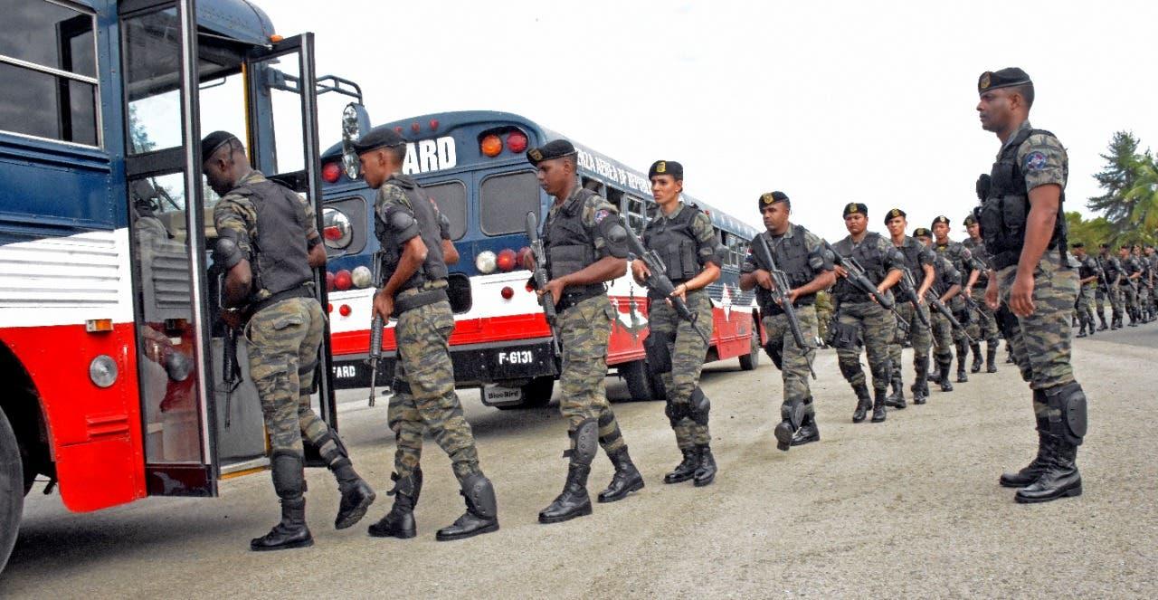 Detienen a 38 extranjeros ilegales en minibús con destino a Santo Domingo