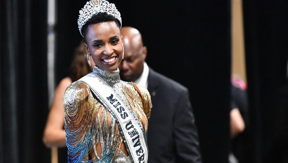 Video: Vea aquí como la nueva Miss Universo aprende a decir «de lo mío» y «klk» en programa neoyorkino