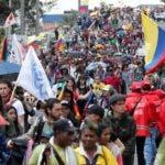 AME2697. BOGOTÁ (COLOMBIA), 04/12/2019.- Ciudadanos e indígenas marchan este miércoles, durante una nueva jornada de paro nacional en rechazo al Gobierno de Iván Duque, en Bogotá (Colombia). EFE/ Mauricio Dueñas Castañeda