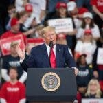 Hershey (United States), 11/12/2019.- US President Donald J. Trump speaks during a campaign rally at the Giant Center in Hershey, Pennsylvania, USA, 10 December 2019. President Trump carried the battleground state of Pennsylvania by just over 44,000 votes in 2016. (Estados Unidos) EFE/EPA/TRACIE VAN AUKEN