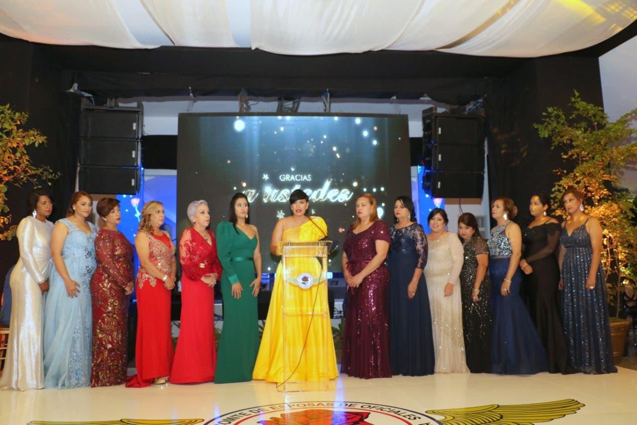 Esposas de oficiales de la FARD celebran tradicional cena de gala