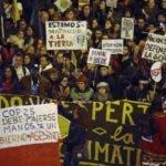 GRAF4726. MADRID, 06/12/2019.- Miles de personas participan este viernes en la Marcha por el Clima que ha arrancado en el centro de Madrid para reclamar a los gobiernos la adopción urgente de medidas frente a la crisis climática. EFE/Javier López