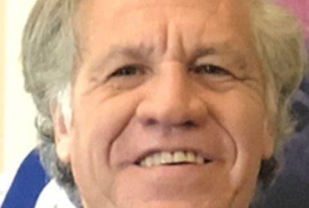 Washington, D.C.-  La Secretaría General de la Organización de Estados Americanos (OEA), en la persona de Luis Almagro, Secretario General, y la Junta Central Electoral (JCE), representada por su Presidente, Magistrado Julio César Castaños Guzmán, suscribieron este lunes en la sede de ese organismo internacional el Acuerdo sobre el Procedimiento de Observación de las Elecciones Municipales, a celebrarse el 16 de febrero de 2020, y las Elecciones Presidenciales y Congresuales, a celebrarse el 17 de mayo de 2020.  Hoy/Fuente Externa 25/11/19