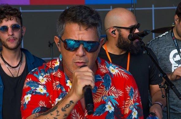 Grupo Maná y Alejandro Sanz reciben las llaves de Punta Cana tras concierto para incentivar el turismo