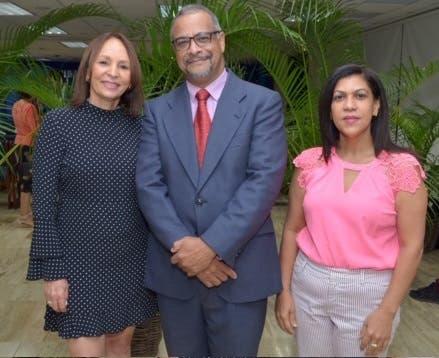 Altagracia Ortíz, Manuel Rodríguez y Doris Pantaleón.