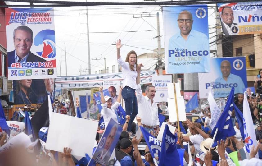 Así fue presentada Carolina Mejía en barrios del Distrito Nacional