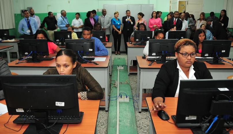 Educación realizó en el 2019 concurso de oposición con más de 49 mil postulantes