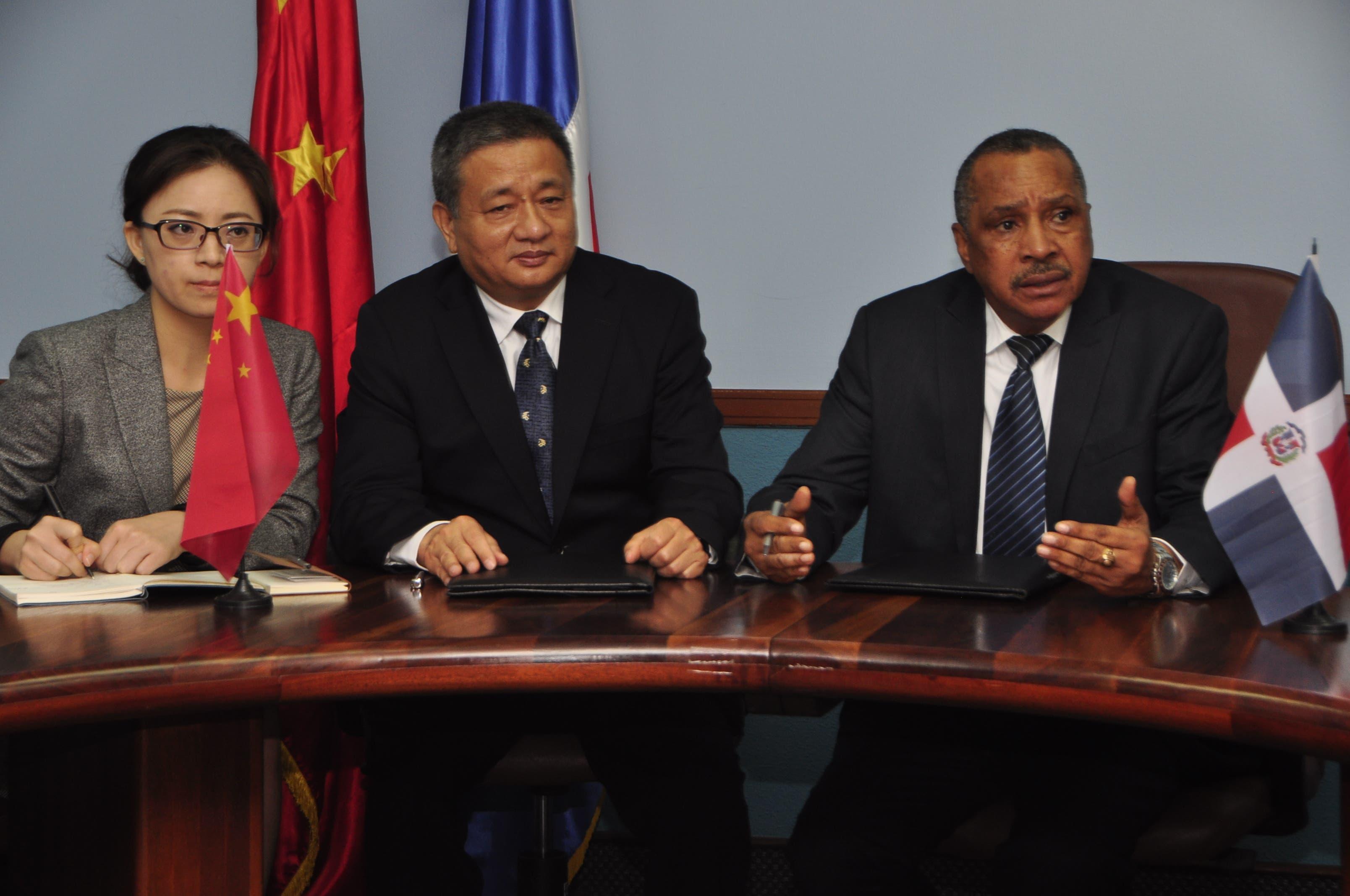 Firman acuerdo para el desarrollo proyectos hídricos