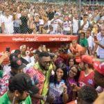David Ortiz junto a fanáticos en el Estadio Quisqueya