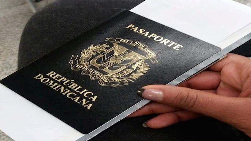 Exhortan dominicanos solicitar con tiempo renovación pasaporte ante cercanía de navidades