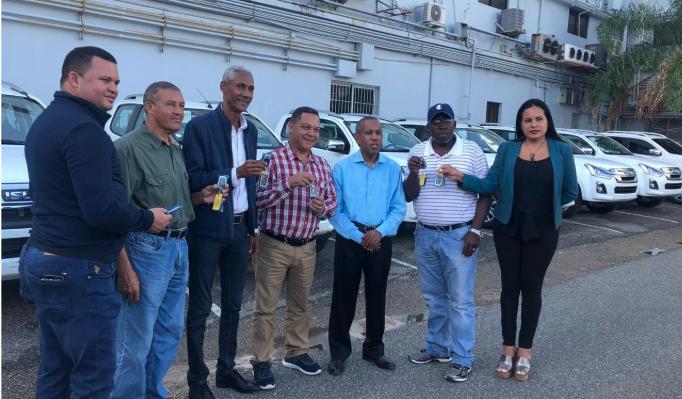 Director FEDA entrega flotilla de vehículos a personal técnico