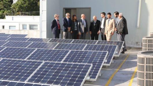 Con instalación de 400 paneles solares, UNAPEC se une al esfuerzo para el cuidado del medio ambiente