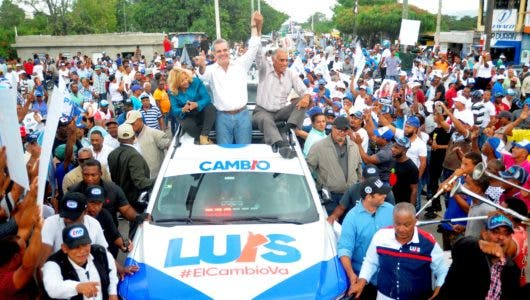 Luis Abinader encabeza caravana junto a Manuel Matos de Alianza País y Hanoi Sánchez de Fuerza del Pueblo