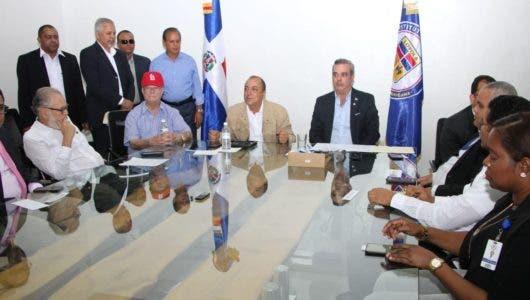 Luis Abinader firma compromiso con sectores sociales y económicos de San Cristóbal