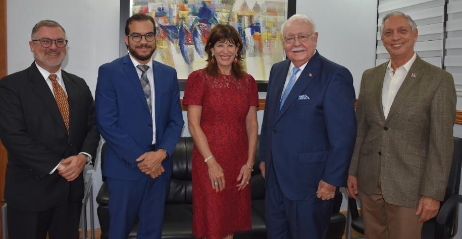 Embajadora de EEUU elogia aportes deEnergía y Minas al desarrollo energético