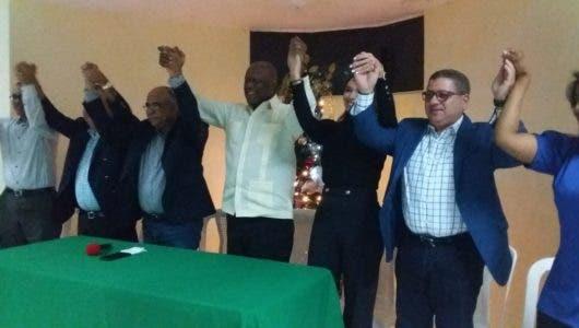Johnny Ventura se reúne con dirigentes del Distrito Nacional