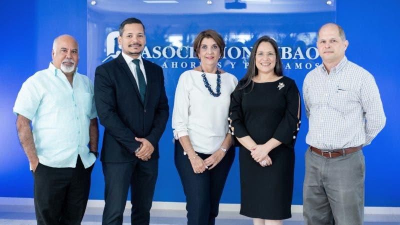 Miembros del jurado de la convocatoria 2019-2020 acompañan a Yara Hernández, gerente de Comunicaciones y Sostenibilidad  de ACAP.