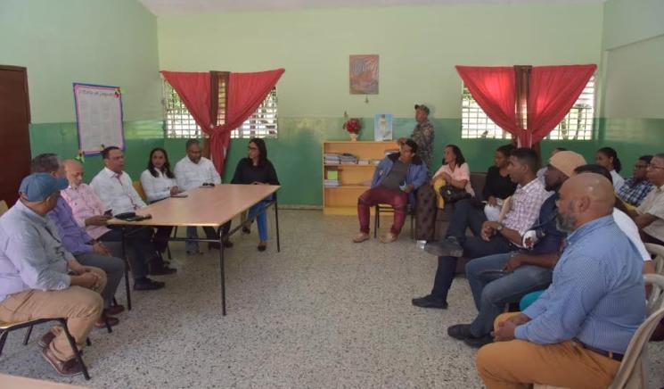 Ministro de Educación se reúne con autoridades de Samaná