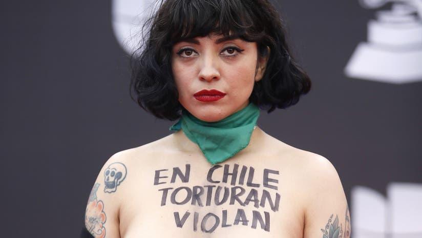 Chile: Policía pide a Fiscalía citar a Mon Laferte por comentarios sobre incendios