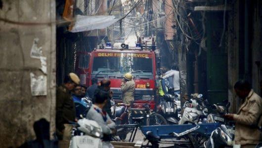 Al menos 43 muertos en incendio en un taller en Nueva Delhi