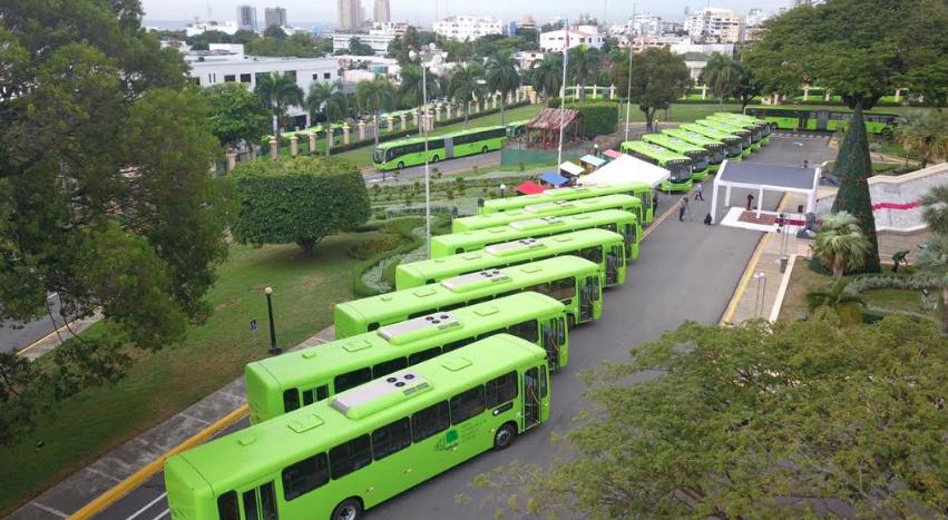 Presidencia entrega otros 70 autobuses a la OMSA