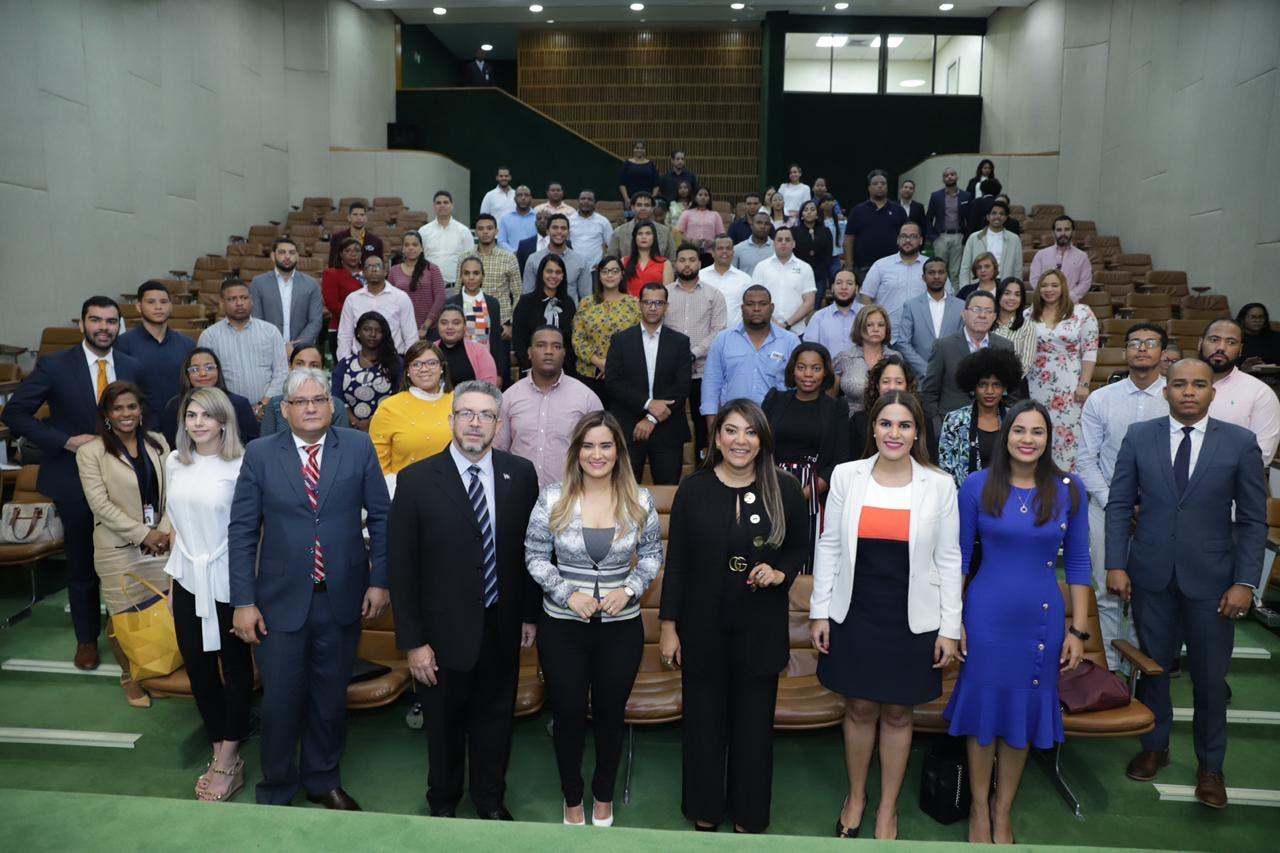 Ministerio de la Juventud y Contrataciones Públicas fomentan el emprendimiento de microempresarios