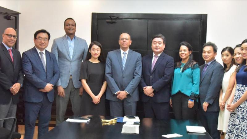 Peña Mirabal y delegación Corea